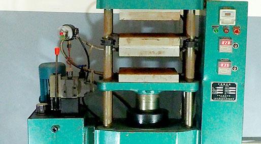 Flat vulcanizing machine
